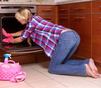 Come pulire il forno: gli infallibili rimedi naturali per averlo sempre splenden