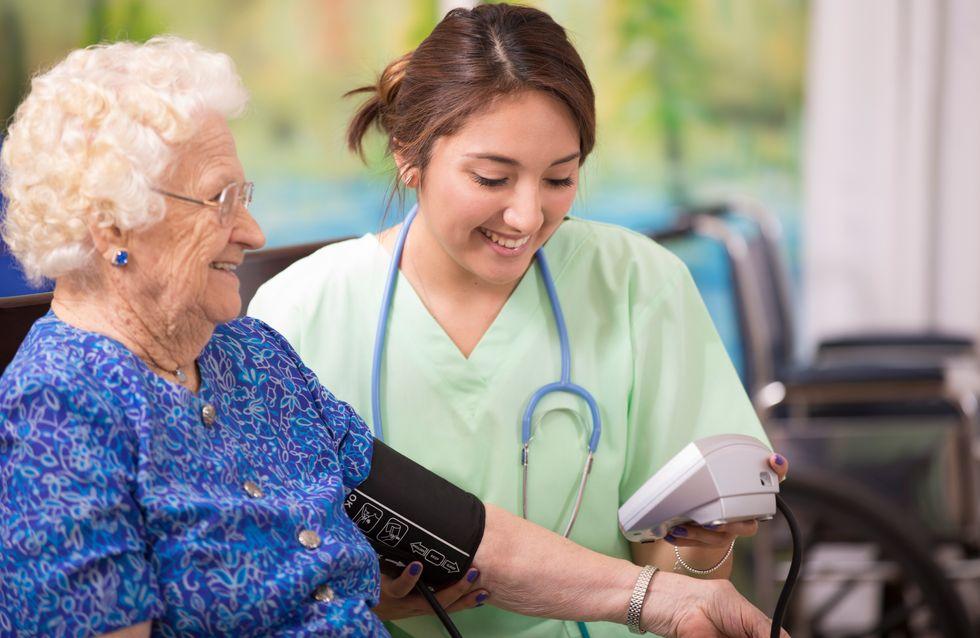 Guérie du Covid-19 à 103 ans, elle sort de l'hôpital sous les applaudissements
