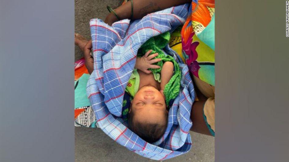 Inde : une femme accouche, puis parcourt 160 km avec son nouveau-né