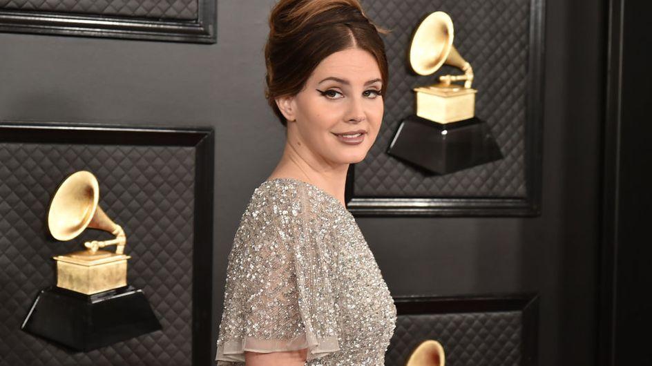 """Lana Del Rey accusée de """"glamouriser les abus"""", sa réponse suscite l'indignation"""