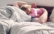 4 conseils pour que votre enfant se réveille plus tard le matin