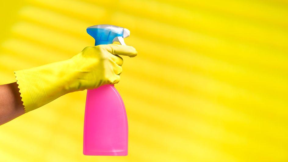 Matratze reinigen: So werdet ihr Flecken und Bakterien los
