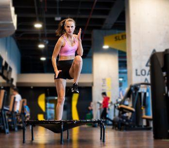 Sculpter son corps grâce au trampoline, tous les bienfaits du jumping fitness