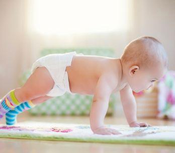 Come procede lo sviluppo di un neonato di 10 mesi?