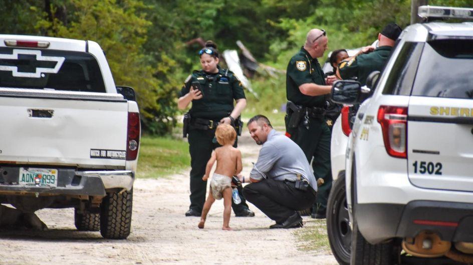 Un enfant de 3 ans souffrant d'autisme retrouvé après s'être enfui de chez lui, ses chiens ont veillé sur lui