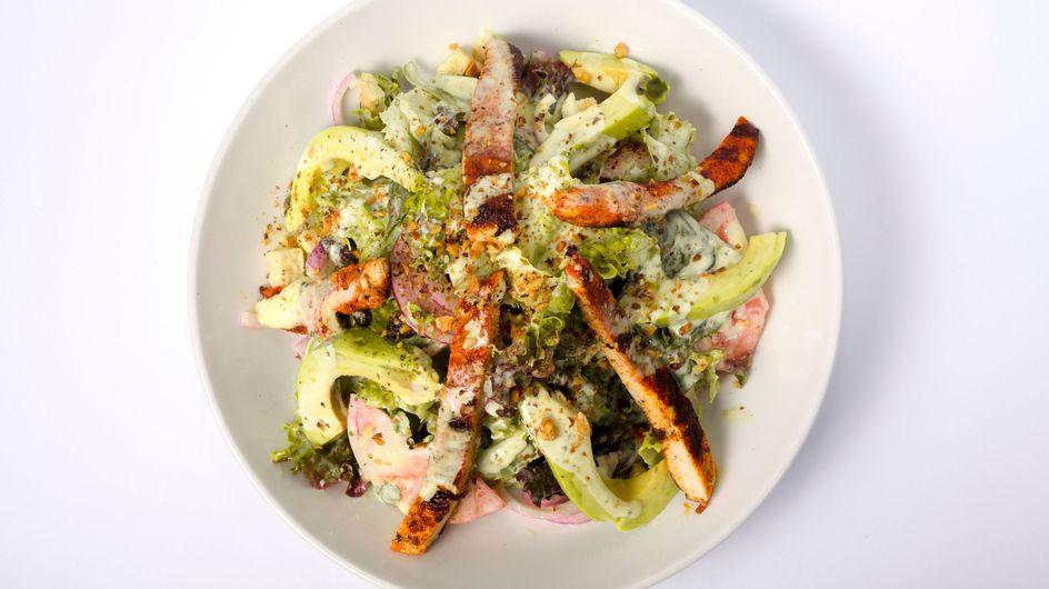 Schneller Avocado-Salat mit Joghurt-Dressing