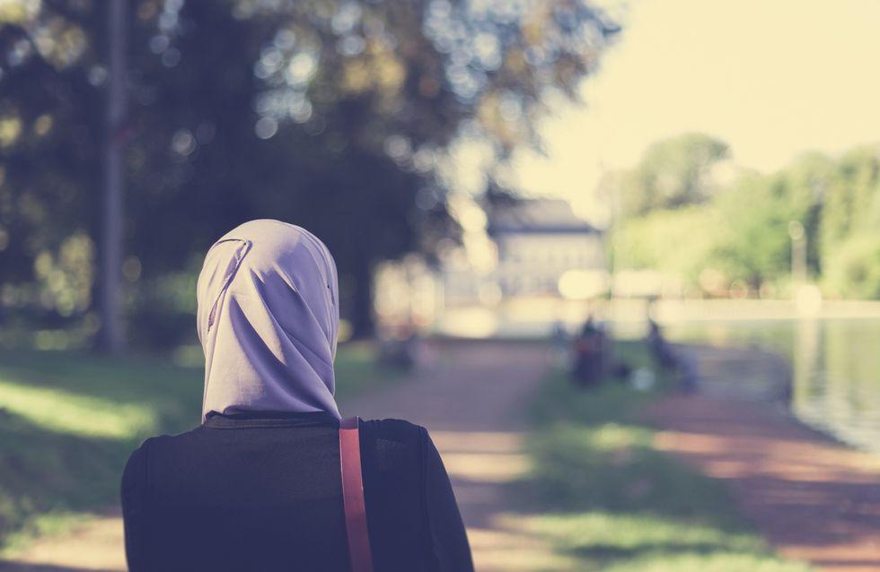 """Racisme: Une musulmane se retrouve avec le mot """"ISIS"""" inscrit sur son café"""