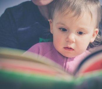 Pourquoi il est important de lire des histoires à son enfant avant de dormir
