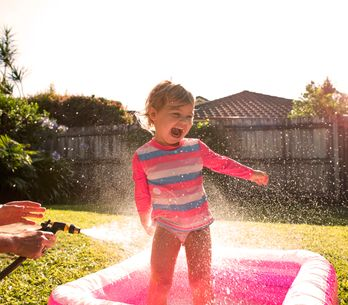 Soldes piscine enfant : -10% sur la pataugeoire Intex Dino
