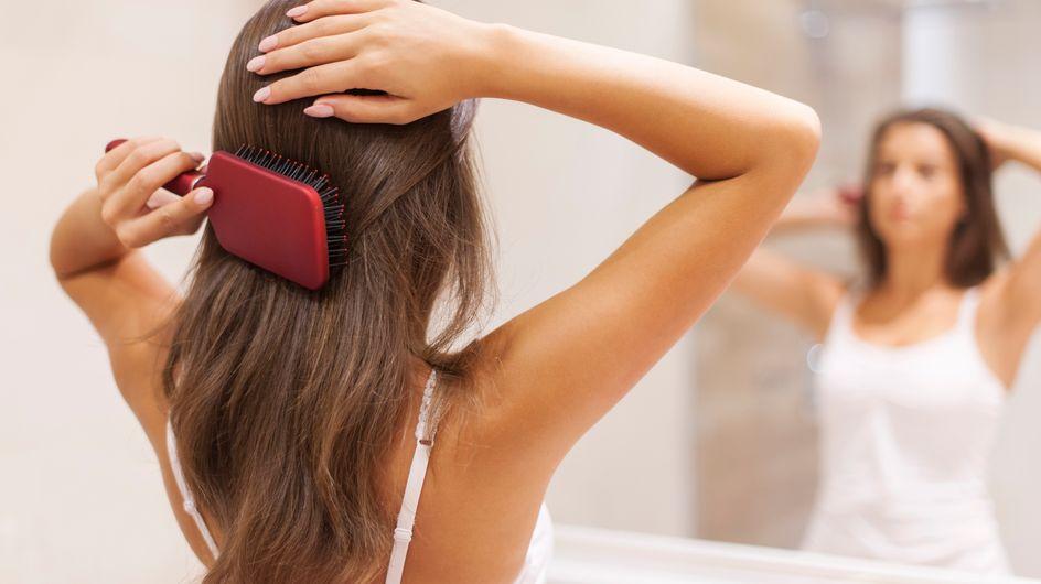 7 erreurs que tout le monde fait en se brossant les cheveux