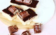 Kinder Bueno Blondies: Geniales Rezept mit weißer Schokolade