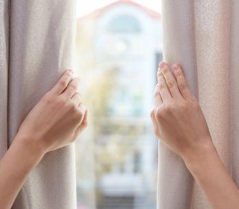 Les 7 règles d'or pour bien laver ses rideaux