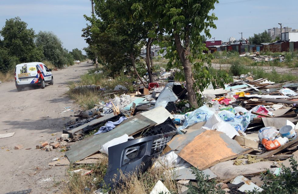 D'après une enquête, un tiers des français jette des déchets par la fenêtre de sa voiture