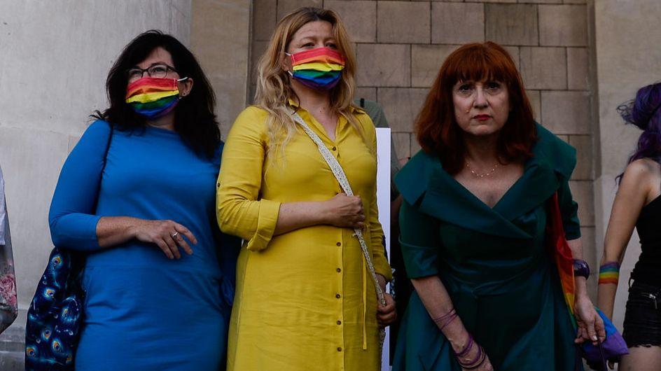 Pologne : Des députés habillés aux couleurs de l'arc-en-ciel pour protester contre le président