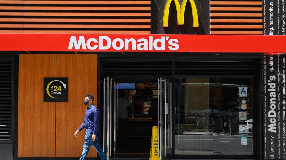 McDonald's : une enfant manque de s'étouffer avec un morceau de masque chirurgical caché dans son nugget