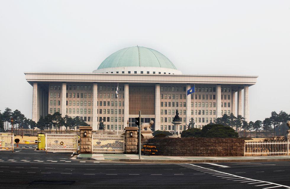 """Corée du Sud : une parlementaire se fait traiter de """"call-girl"""" car elle porte une robe"""