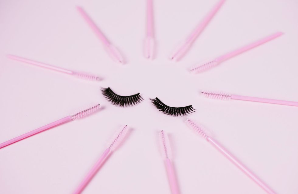 Wimpernserum ohne Hormone: Die Besten für schöne Wimpern