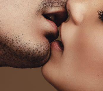 Come baciare un ragazzo: trucchi per farlo divinamente!