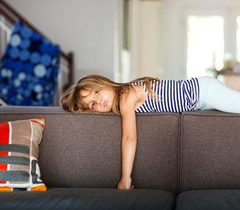 À quel âge un enfant peut-il rester seul à la maison ?