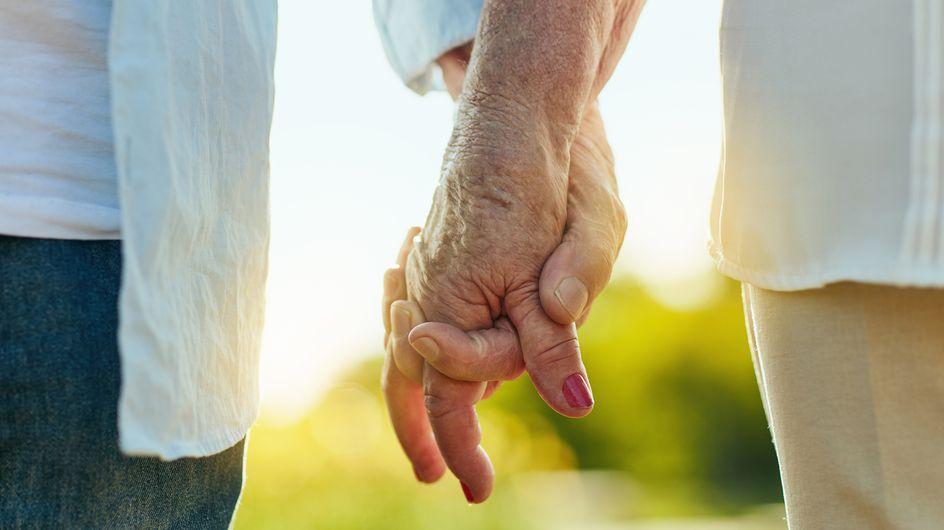 """60 ans après s'être dit """"oui"""", ils recréent leurs photos de mariage"""