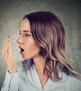 Alito cattivo: rimedi naturali per combattere l'alitosi