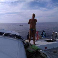 Amputé des deux bras, il parcourt 180 km à la nage pour la bonne cause