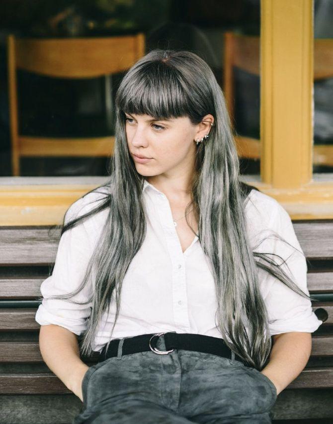 Coloration grise cheveux longs