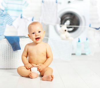 Come lavare i vestiti dei neonati: consigli pratici per non sbagliare
