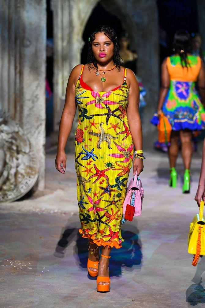 Alva Claire au défilé Versace Printemps-Ete 2021