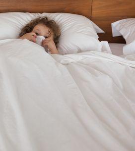Mio figlio fa la pipì a letto: come posso risolvere?