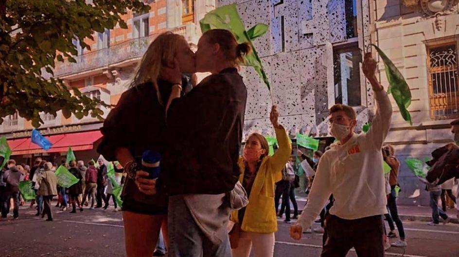 PMA pour toutes : à Toulouse, un baiser lesbien contre la haine