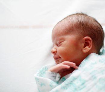 Lanugo : mon bébé est né poilu, est-ce normal ?