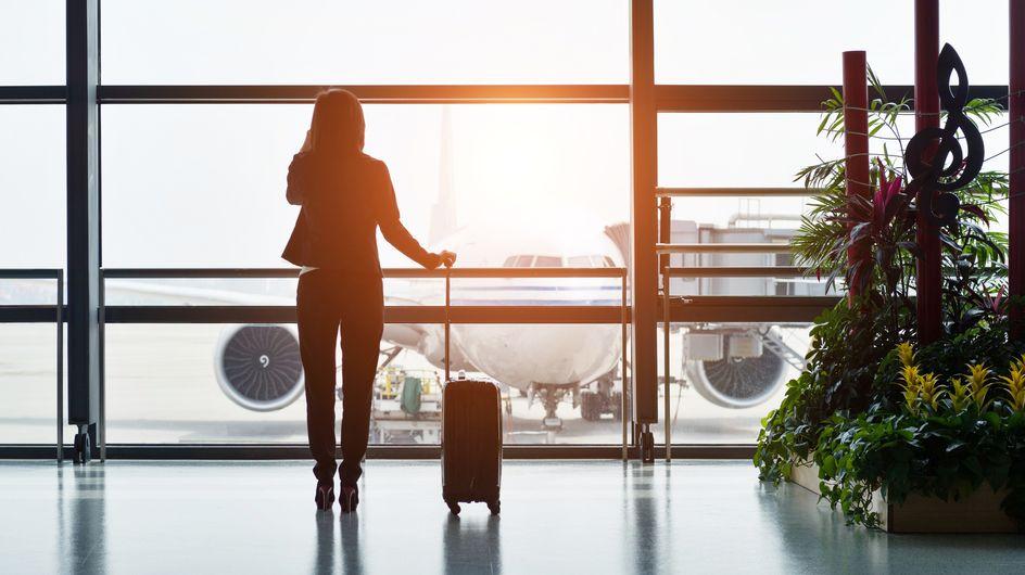 """Une passagère empêchée d'embarquer dans un avion aux États-Unis en raison d'un haut jugé """"obscène"""""""