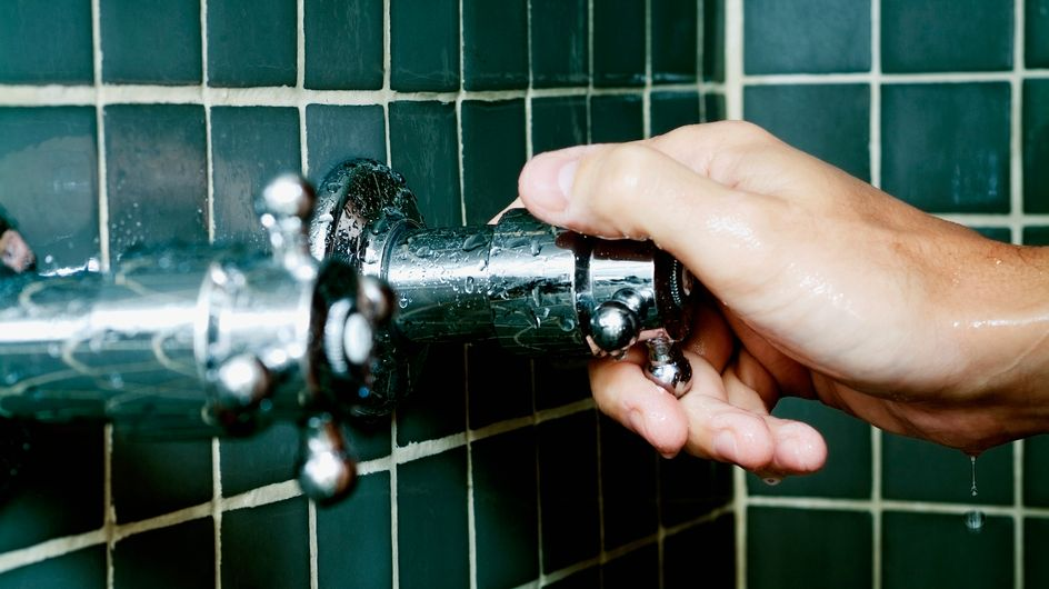 Dusche reinigen: So geht's schnell, einfach und effektiv!