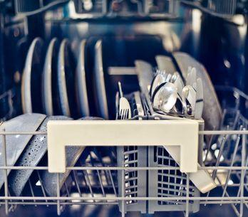 Come pulire la lavastoviglie: tutti i segreti di pulizia di un elettrodomestico