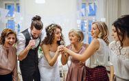 Comment réussir votre discours de témoin de mariage ? Notre mode d'emploi comple