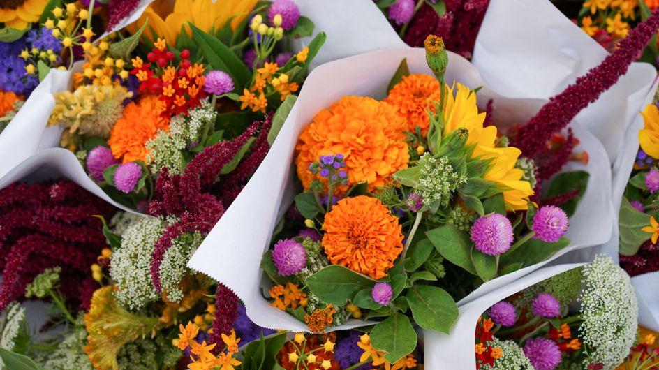 Coronavirus : cette fleuriste décore les voitures des soignant.e.s pour les remercier