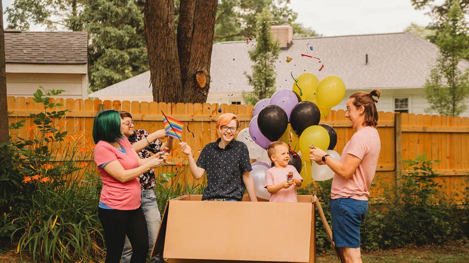 Cette maman organise une fête pour y révéler le genre de son enfant non binaire