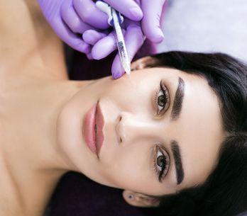 Biorivitalizzazione viso: in cosa consiste il trattamento per apparire più giova