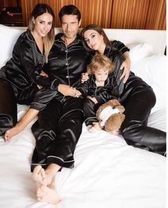 Pyjama en soie noire