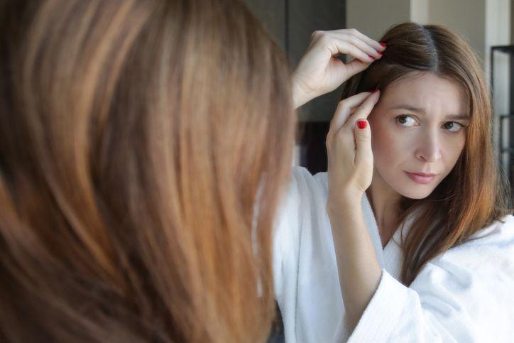 Le cause e i rimedi della perdita di capelli post parto ...