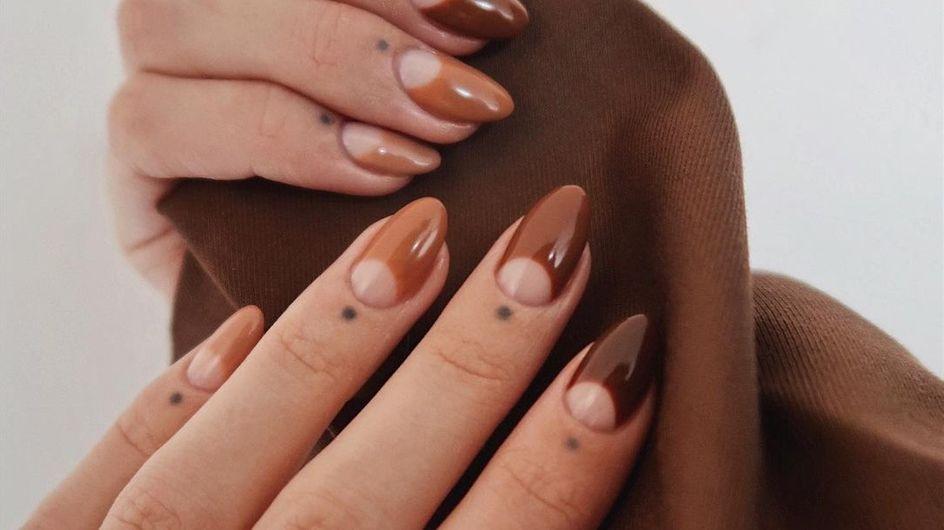 """Cette teinte de vernis à ongles """"moche"""" devient aujourd'hui tendance"""