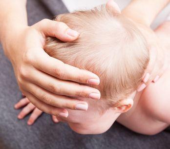 Osteopata per neonati: come funziona e a cosa può essere utile l'osteopatia neon