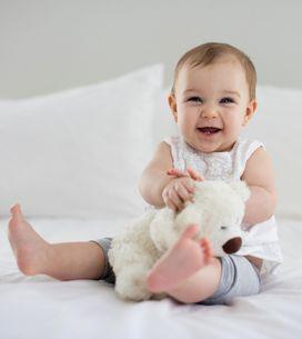 Apprendre à s'asseoir, ramper, marcher : trois méthodes pour aider les bébés