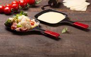 Raclette : 5 astuces pour la rendre plus légère (et plus digeste)