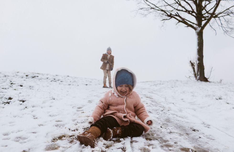 Vidéo : un cycliste bouscule volontairement une fillette dans la neige, la police lance un avis de recherche