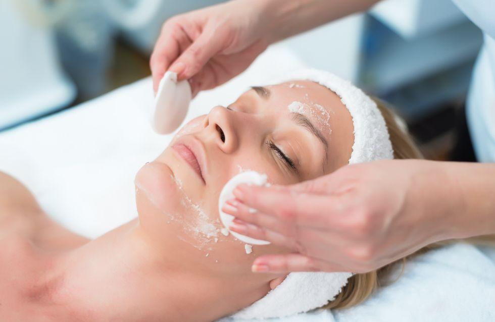 Peeling viso: cos'è e come funziona il trattamento beauty che ti regala una pelle nuova e luminosa