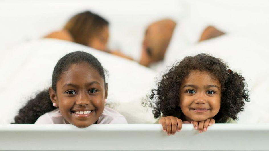 Les mères avec plusieurs enfants font des nuits courtes et fragmentées... mais pas les papas ! Cette étude le prouve