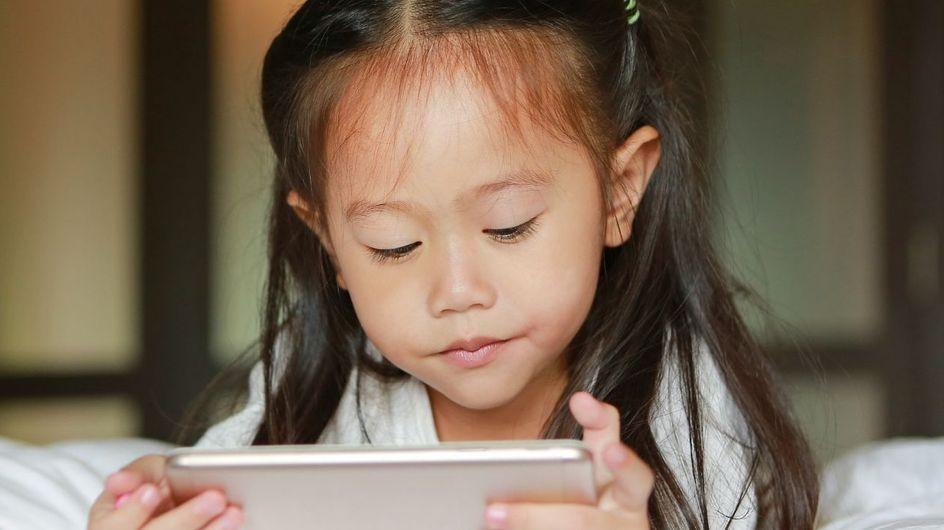 10 signes qui montrent que votre enfant est accro aux écrans