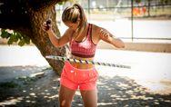 Hula-Hoop-Training: Mit ganz viel Spaß zum flachen Bauch